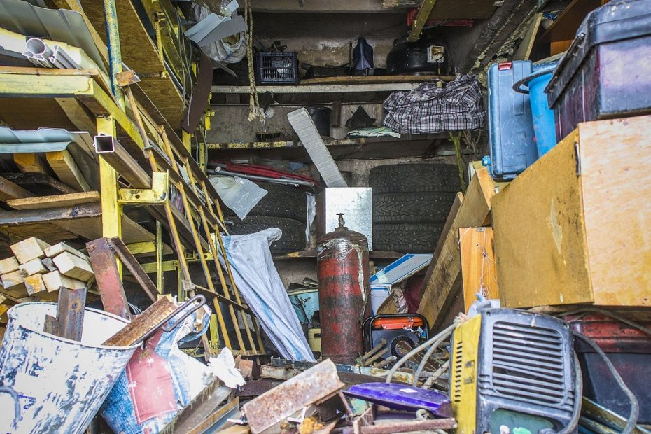 how to help a hoarder clean out their home